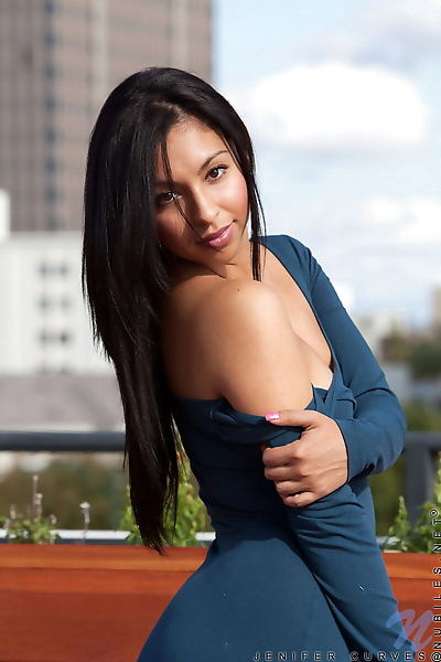 Very sexy Latina in tight..