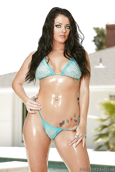 Bikini clad Euro MILF Sophie..