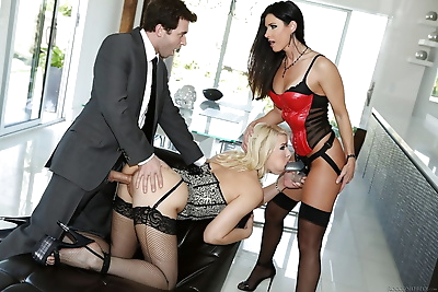 Horny threesome with strapon..