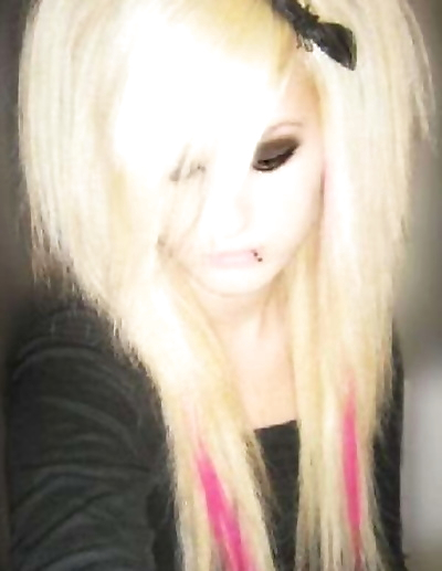 Pictures of pretty emo girls..