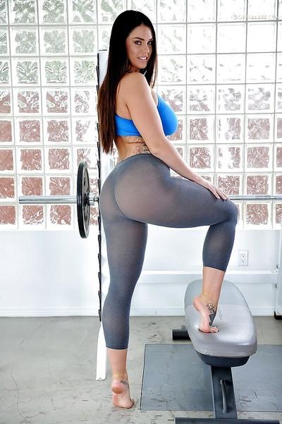 Sporty beauty Alison Tyler..