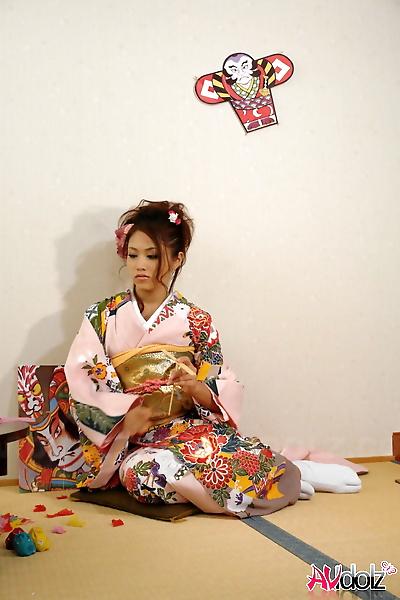 Japanese teen Iori Miduki..