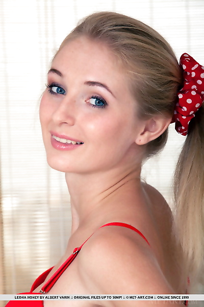 Blonde glamour babe Leona..